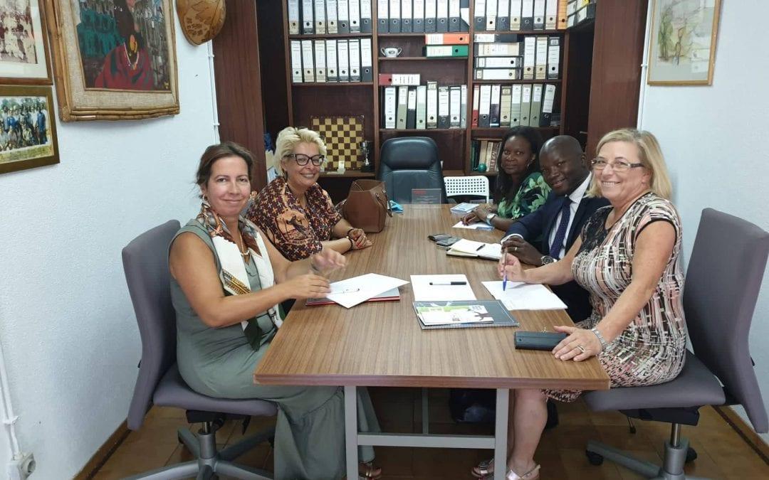 Grupo Ensinus reune com Associação Guineense de Solidariedade Social